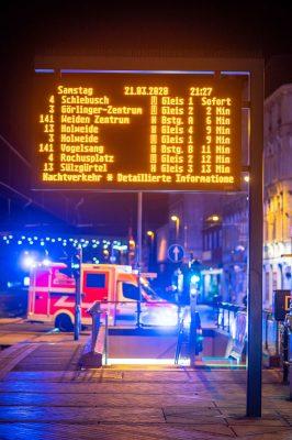 Köln - Ehrenfeld Samstag Abend Leere Bahnsteige dafür hat der Rettungsdienst freie Strassen